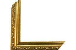 Moldura com acabamento dourado 0015